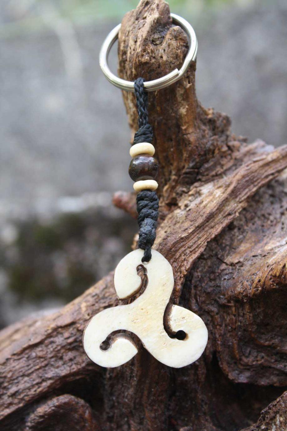 Schlüsselanhänger TRISKELE aus Horn  Natur