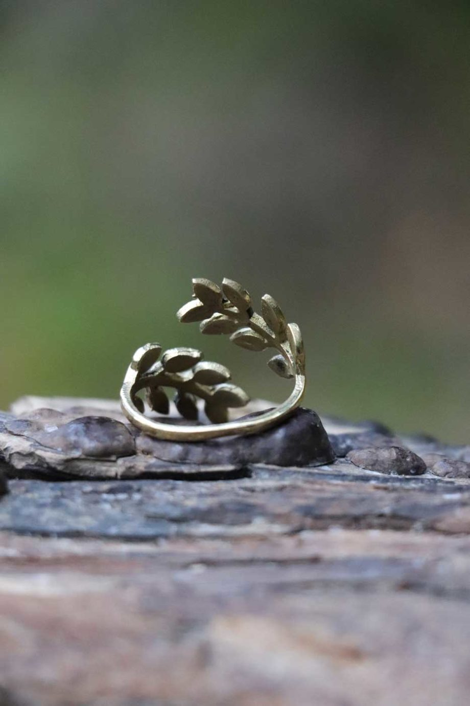 Ring DANCING LEAVES  Gold