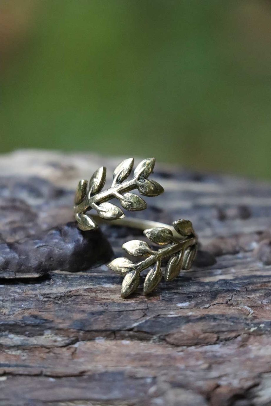 Ringe_Messing_DANCING_LEAVES_gold_1706094-05-lacozy_shop